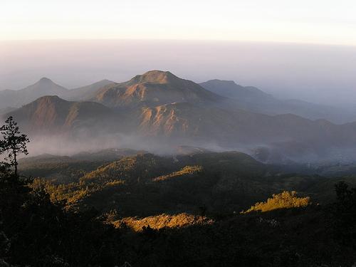 Pemandangan Puncak Gunung Lawu